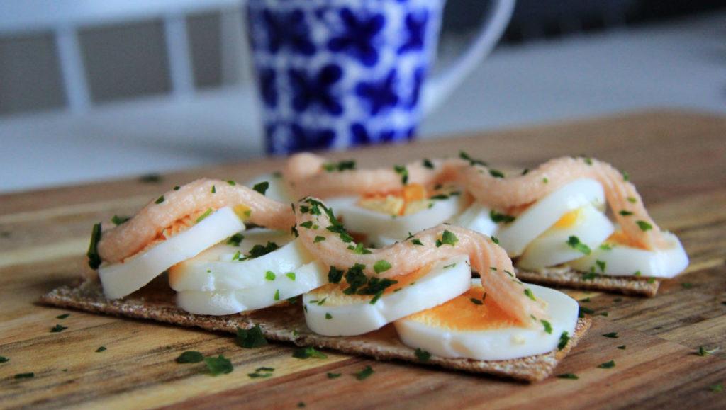 finncrisp med ägg och kaviar