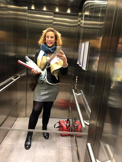 Louise i hissen på väg till Aleris