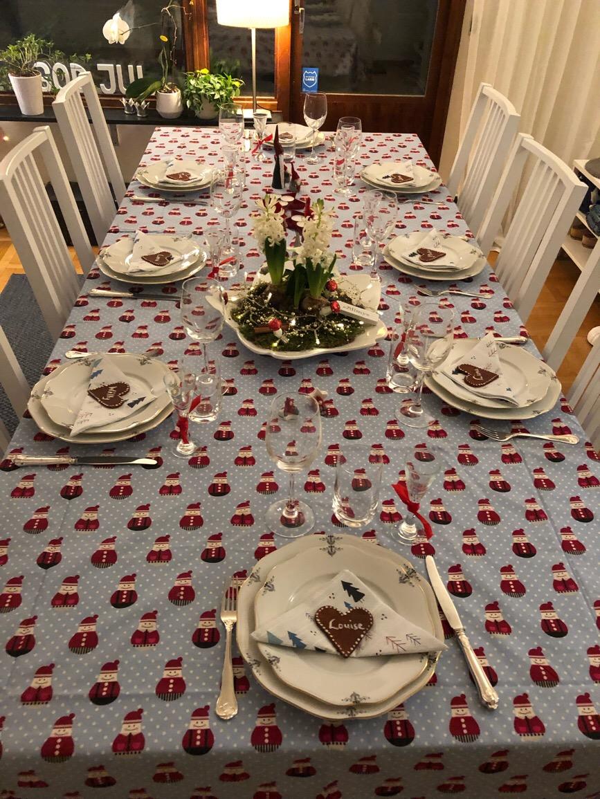 Förberedelser inför julkalas hos Louise