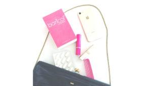 baricol vitaminer, läppstift, iPhone, handväska, parfym och kam