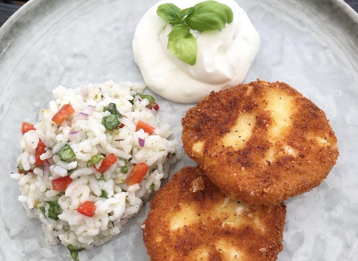 Fetaostbiffar, limesås och ljummet ört-ris