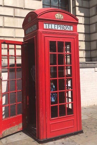 Röd telefonhytt från London