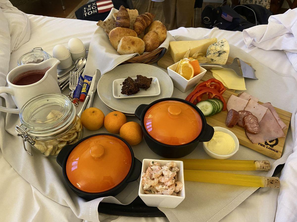 Frukost på sängen – perfekt för en Sleeve-opererad som jag!