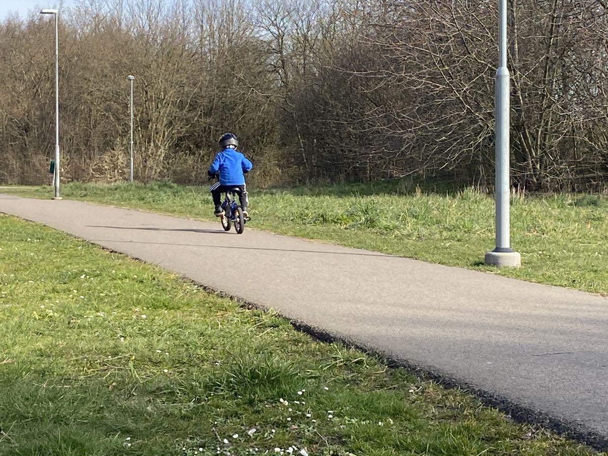 Min helg med mycket sol och en son som cyklar!