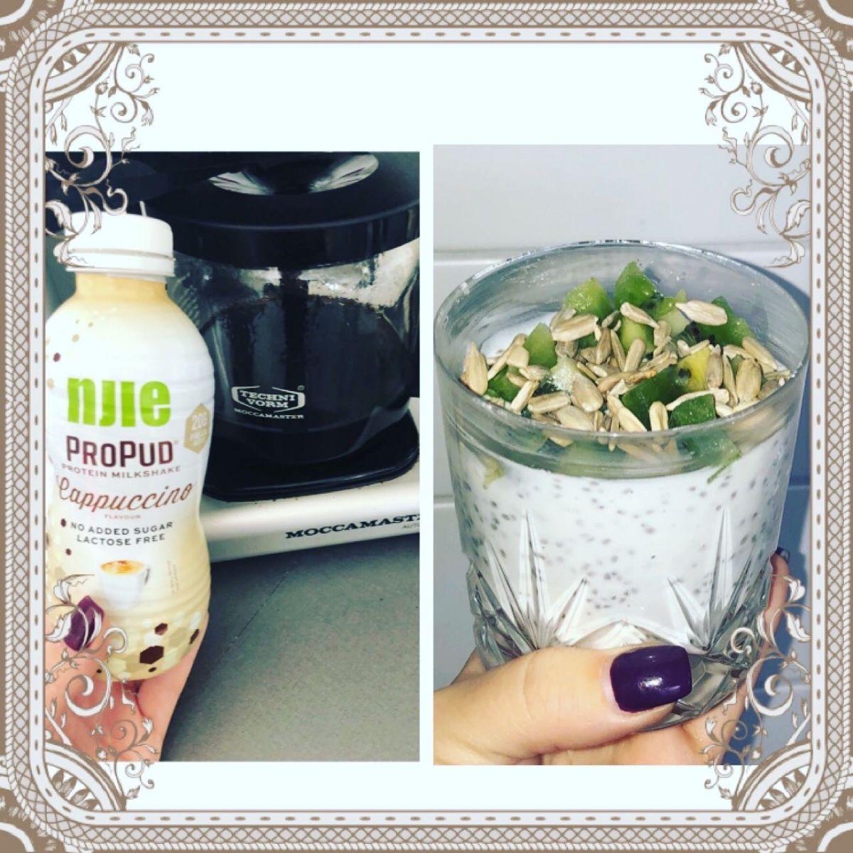 Kaffe med proteinmilkshake och over night oats