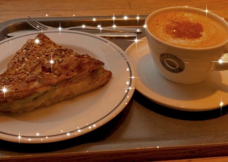 Frkostmacka och cappuccino